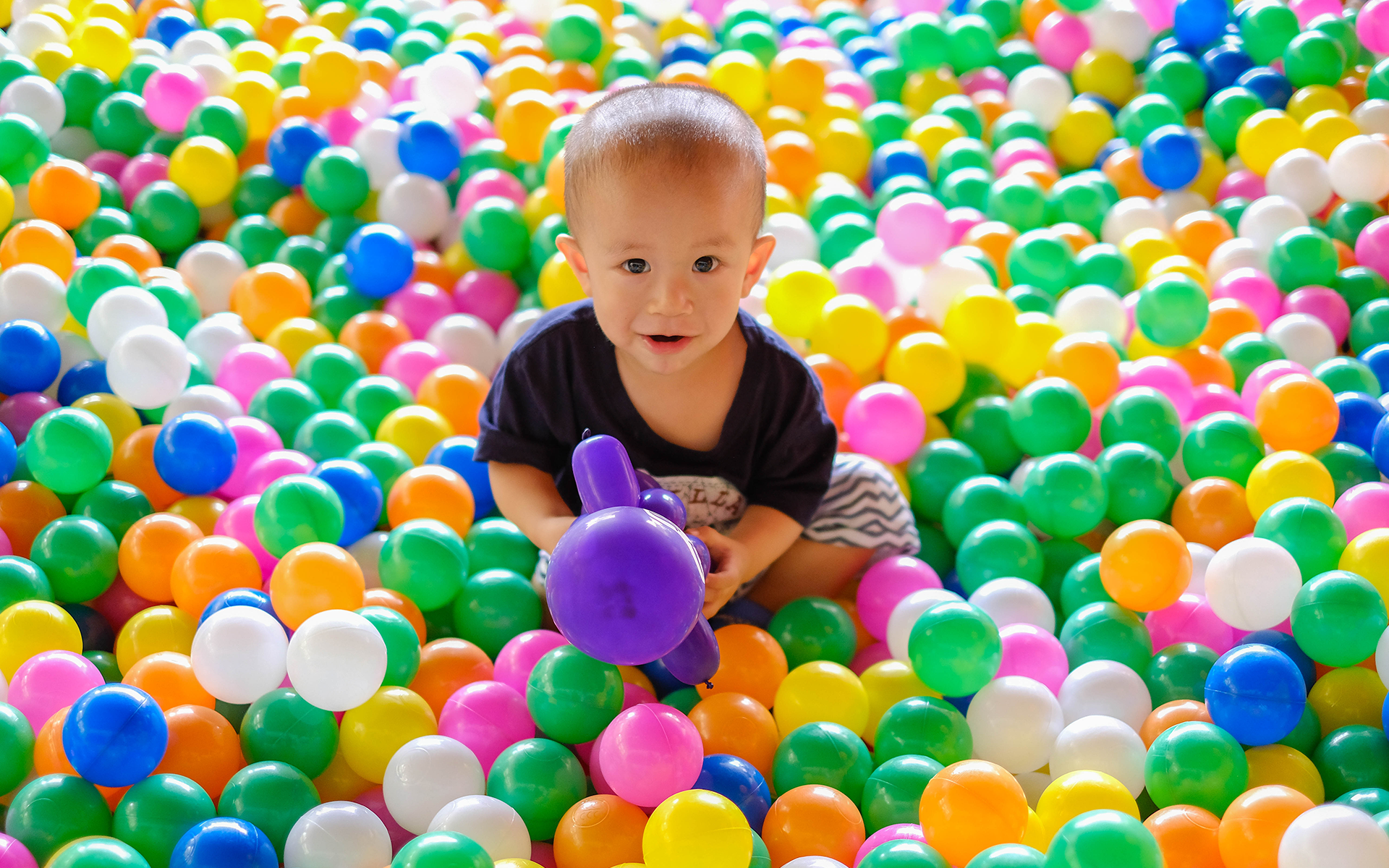 Ball Pool For Hire, Keep The Kids Well Entertain For Your Events!